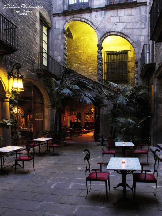 Palau Dalmases - Palacio barroco en Barcelona 01